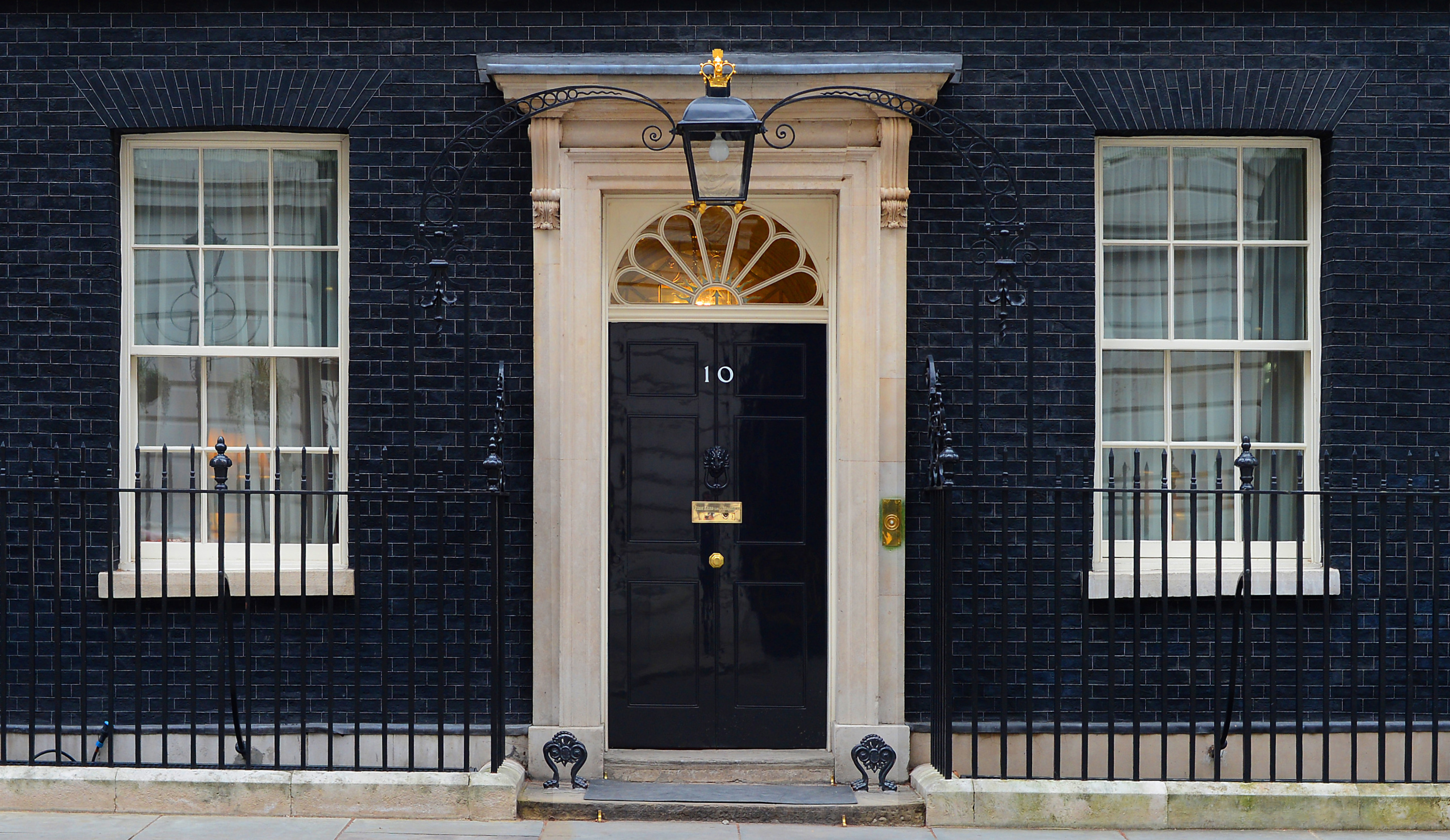 Ie closet doors and sometimes on an exterior door in conjunction with - This Door Has Become The Symbol Of London And Is Seen Most Nights On The News Number 10 Downing Street Is One Of The Most Popular Tourist Destinations In