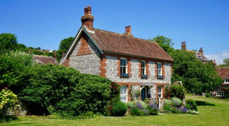 Historic cottage surrounded by a beautiful garden