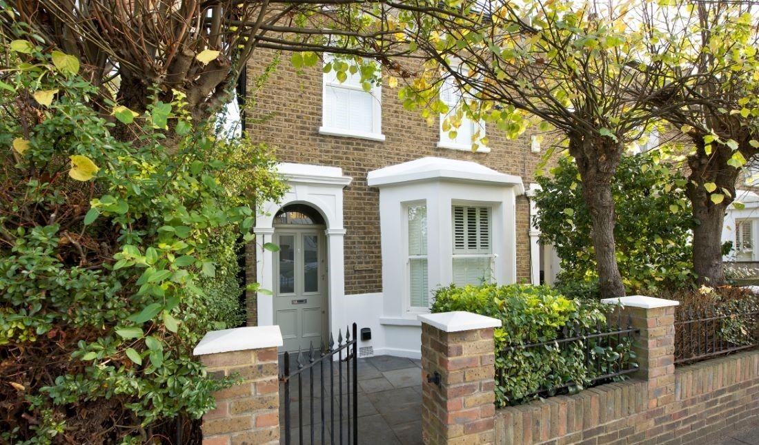 Timer front door and bay sash window